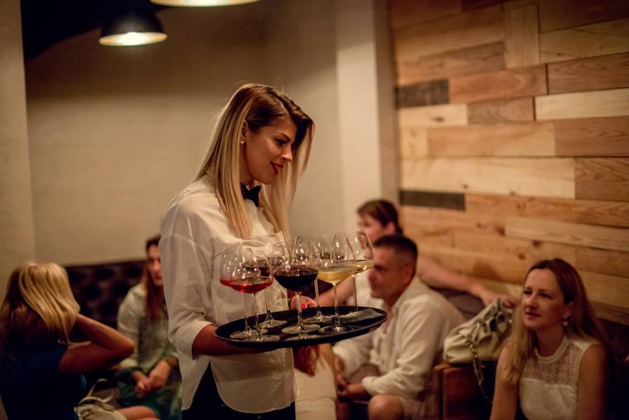 Night-bar-Wine-Bar-Passarola-City-Hvar-1-min