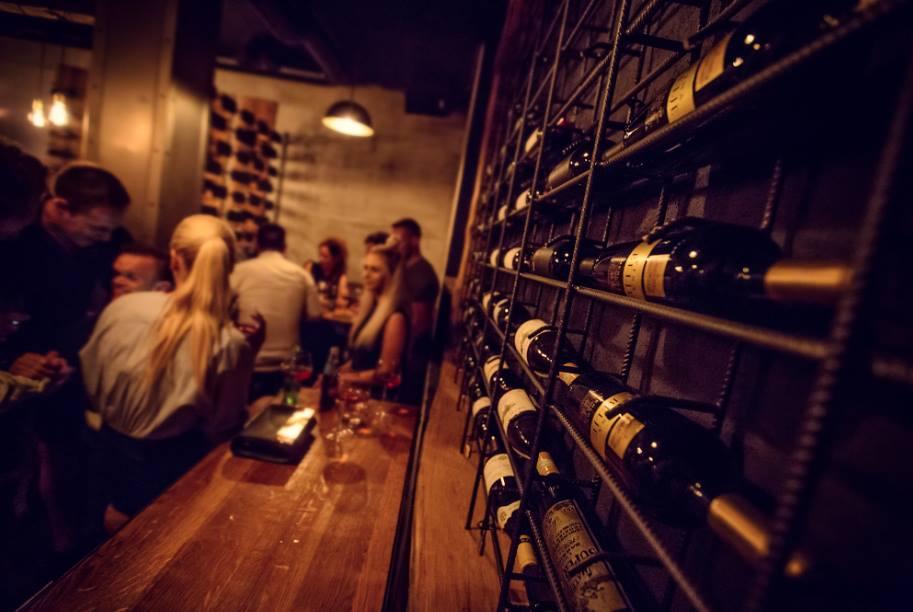 Night-bar-Wine-Bar-Passarola-City-Hvar-5-min