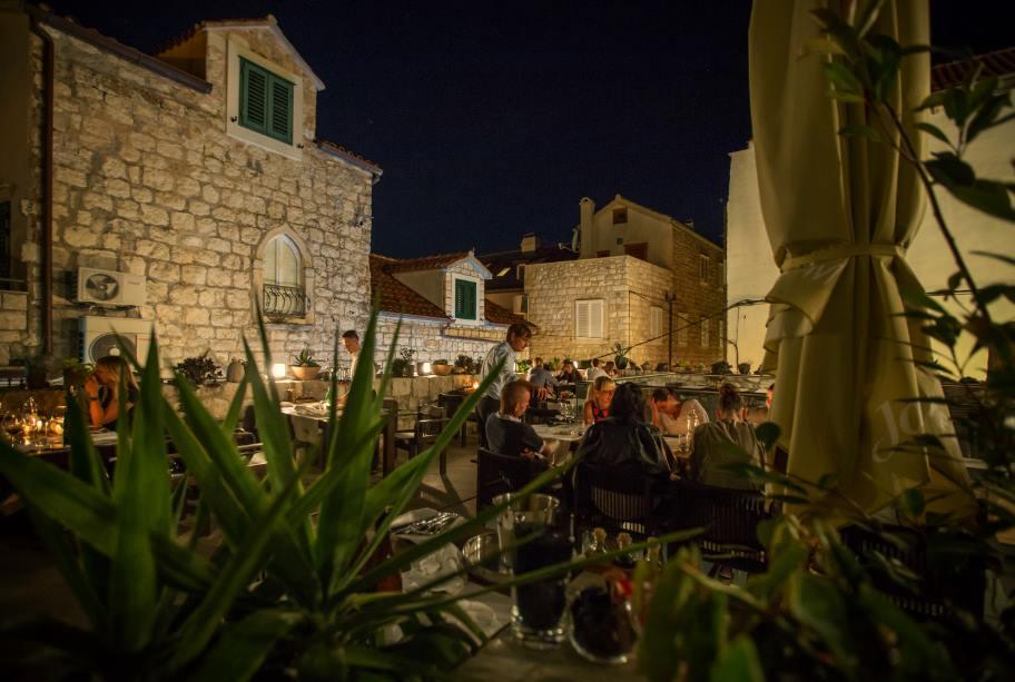 Night-bar-Wine-Bar-Passarola-City-Hvar-8-min